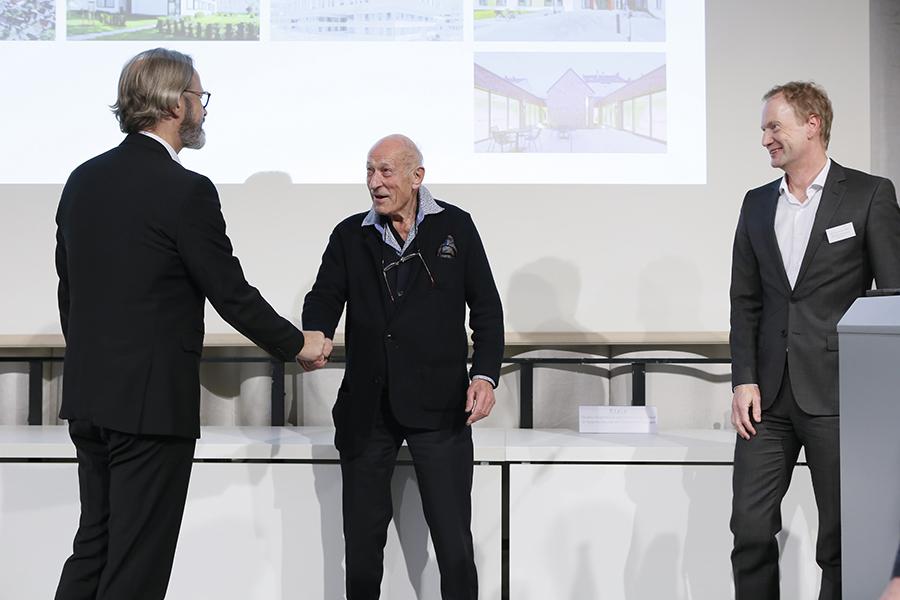 Anerkennung Alters- und Pflegezentrum Zollikofen, Bauherrn Arthur Waser