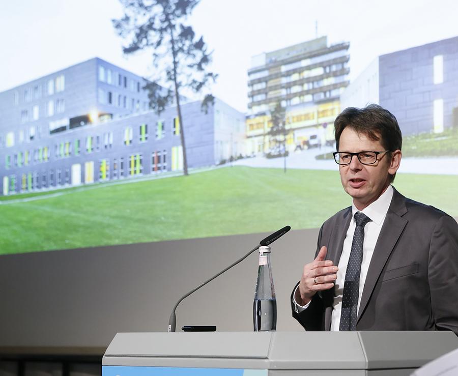 Anerkennung Universitätsklinikum Bonn (NPP), Bauherr Guido Meßthale